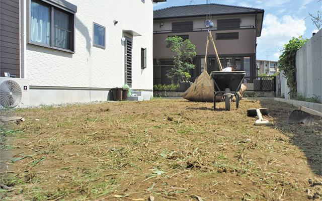 草刈り・草の根掘削